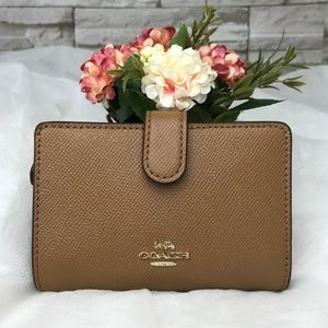 👜COACH🌺MEDIUM CORNER ZIP WALLET 5""